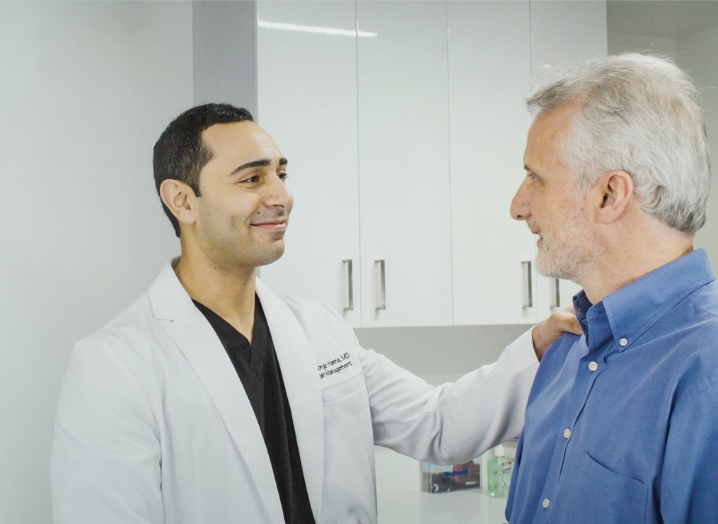 A doctor that treats rheumatoid arthritis is called a rheumatologist. If you suffer from knee pain due to rheumatoid arthritis, you can find effective knee pain treatments at a pain management specialist. At Pain Treatment Specialists, all of our knee pain doctors have extensive backgrounds in pain management and joint pain, and use minimally invasive knee pain treatments for knee pain relief.